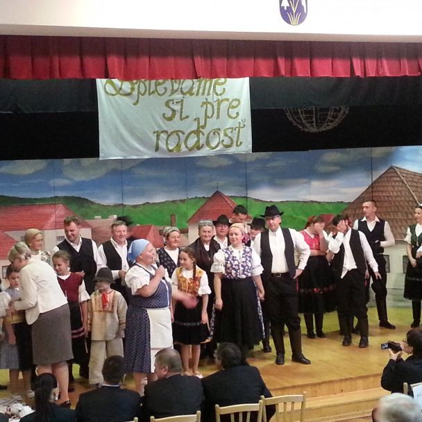 Odhalenie pamätnej tabule a 6. ročník - Spievame si pre radosť