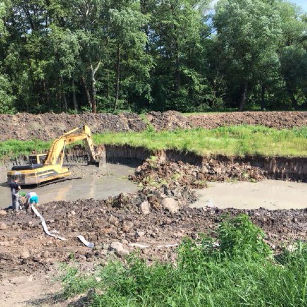 Čistenie rybníka v lokalite