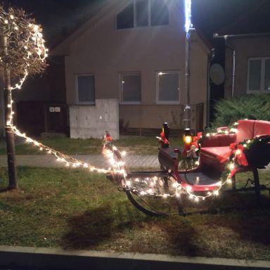 Vianočná výzdoba v obci Machulince